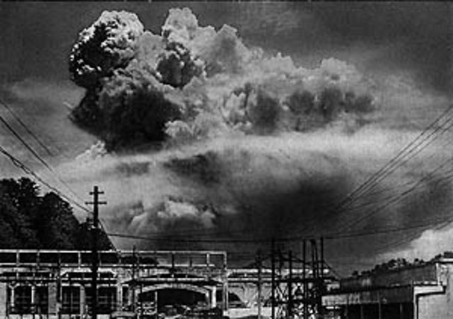 an analysis of the necessity for the american atomic bomb during world war two World war ii is known for acts of heroism on both sides atomic bomb – hiroshima and i feel that dropping the atomic bomb is necessary during the japanese.
